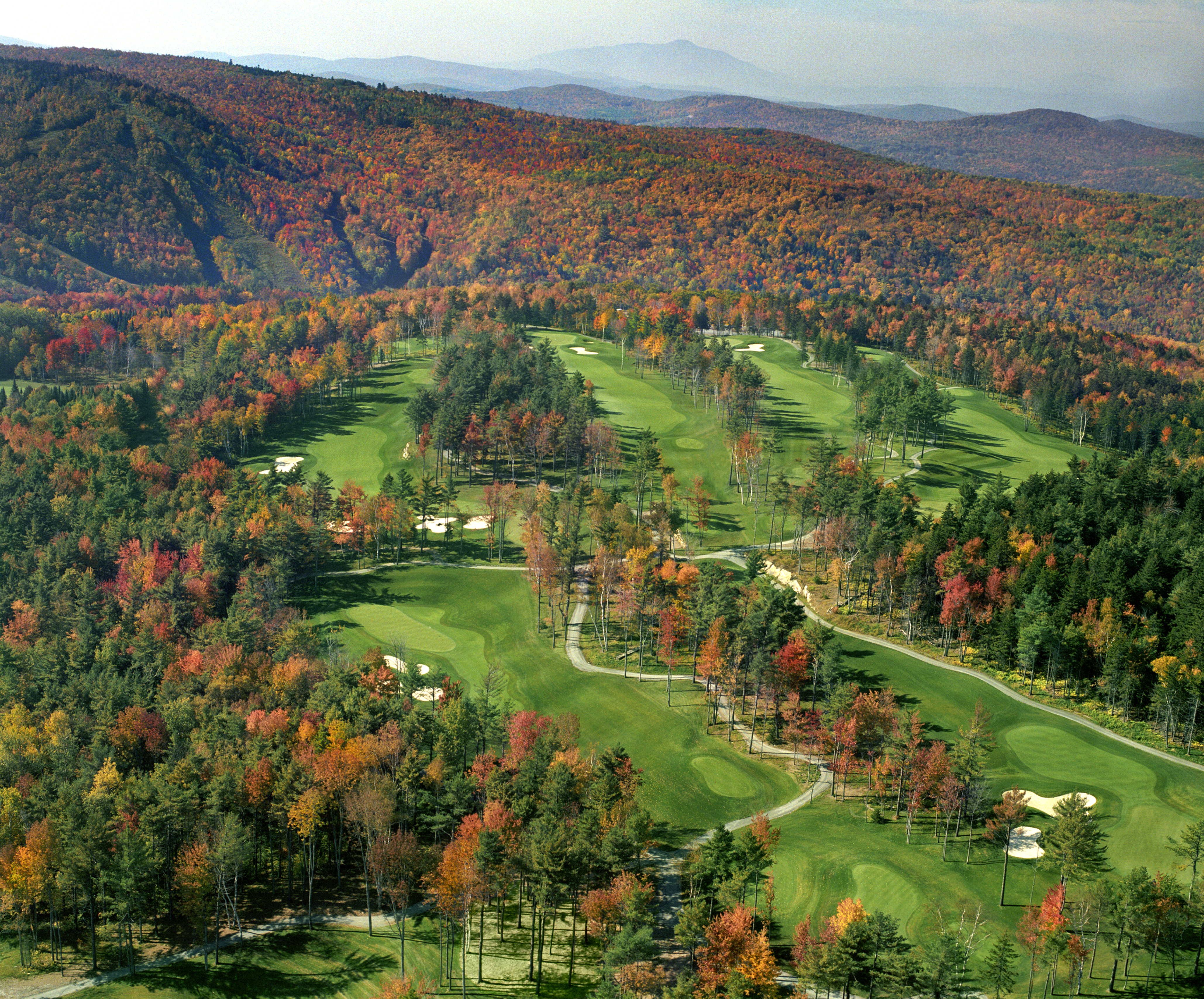 Montcalmgolf©GeorgePeet Autumn aerial Montcalm1